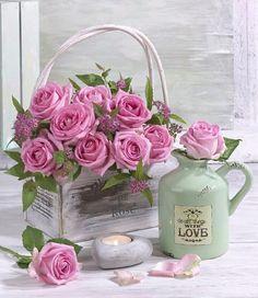 Beautiful Rose Flowers, Beautiful Flower Arrangements, Love Rose, Floral Arrangements, Flower Boxes, My Flower, Flower Art, Shabby Flowers, Retro Flowers