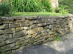 Cotswolds stone wall Garden Inspiration, Garden Ideas, Stone Masonry, Old Fences, Dry Stone, Stone Work, Outdoor Projects, Garden Paths, Natural Stones