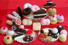 hee hee... cute hand knitted food =)