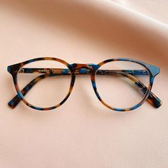 These sleek and studious frames that are a funkified interpretation of old-school bookworm glasses. The combination of caramel hues and unexpected blue gives the traditional tortoiseshell pattern a modern-day update. Cool Glasses Frames, Womens Glasses Frames, Cute Glasses, New Glasses, Women In Glasses, Trending Glasses Frames, Specs Frames Women, Vintage Glasses Frames, Glasses Style