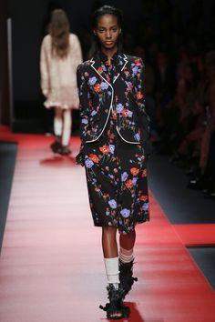 No. 21 Spring 2016 Ready-to-Wear Fashion Show - Tami Williams