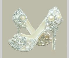 Crystal, glass and pearl covered high heels. Now that's a glass slipper ! Pretty Shoes, Beautiful Shoes, Cute Shoes, Me Too Shoes, Bridal Shoes, Wedding Shoes, Wedding Dresses, Peep Toe, Bling