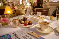 Prendre un petit dejeuner au Ritz, un brunch est l'occasion de découvrir tout le talent créatif des chefs de l'hôtel de luxe. Ritz Paris, Hotel Paris, Mandarin Oriental, Hotel Secret, Hotel Et Spa, Blog Voyage, Tea Ceremony, Flyer Template, Afternoon Tea