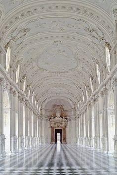 #white #mood #royal #castle #fashiongrape
