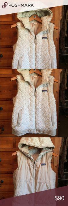 Patagonia Vest- NWOT Never worn, reversible, cream color. Patagonia Jackets & Coats Vests