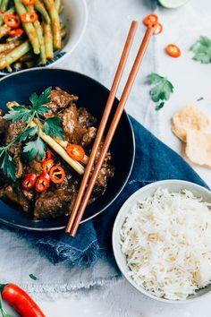 Indonesische Rendang recept - (Beef rendang) Uit Pauline's Keuken Indonesian Food, Stew, Slow Cooker, Main Dishes, Dinner Recipes, Favorite Recipes, Asian, Healthy Recipes, Eat