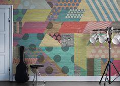 De+la+peinture+en+aérosol+et+des+formes+géométriques+ont+donné+à+ce+mur+de+briques+un+look+métallique+avec+une+touche+abstraite.