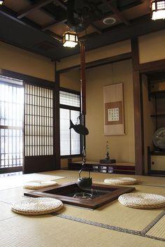 Japanese traditional interior with irori hearth Japanese Style House, Traditional Japanese House, Traditional Interior, Japanese Interior Design, Asian Interior, Room Interior, Japan Design, Architecture Du Japon, Architecture Design