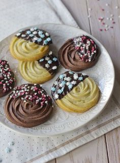 Biscuits viennois Spritz - Lady Coquillette - Recettes de cuisine gourmandes et créatives Cookie Recipes From Scratch, Easy Cookie Recipes, Cupcake Recipes, Cheesecake Recipes, Gourmet Recipes, Baking Recipes, Dessert Recipes, Tea Cakes, Food Cakes