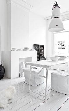 All white interior design ❥ the white floorboards Interior Exterior, Room Interior, Interior Architecture, Estilo Interior, Black And White Interior, White White, Interior Decorating, Interior Design, Decorating Ideas
