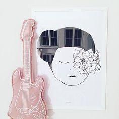 N74 Guitar Cushion   Dusty Pink
