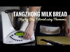 This recipe yields the softest, most delicious and extremely milky bread that stays fresh for longer, with one secret ingredient - TANGZHONG! High Protein Flour, Protein Bread, Cinnamon Cupcakes, Cinnamon Apples, Charcoal Bread, Coconut Loaf Cake, Hokkaido Milk Bread, Japanese Milk Bread, Asian Snacks