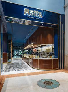 Collidanielarchitetto designed the interiors for the Motta Milano 1928 inspired by the classic 'Italian-style bar'. Cafe Bar, Cafe Restaurant, Restaurant Design, Mall Facade, Shop Facade, Gelato, Bar Interior, Interior Design, Design Interiors