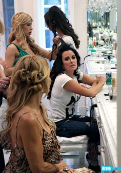 Kyle getting ready for her annual White Party The White Album, Housewives Of Beverly Hills, Real Housewives, Reality Tv, Housewife, Tv Shows, Homes, Lifestyle, Stars