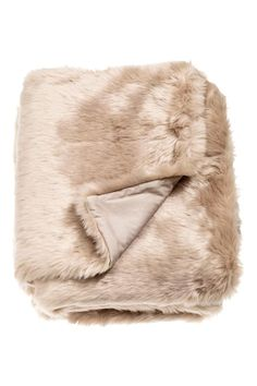 Faux fur blanket: Blanket in faux fur with a woven cotton back.