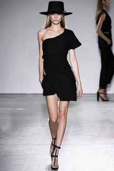 www.2dayslook.com -- Fashion - Black - Off-Shoulder Dress - Catwalk - Runway - Photography
