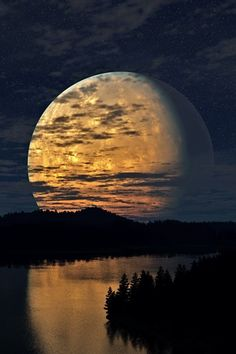 Huge Regal Magic Moon rising above dusky river and forests x This is sooo beautiful! I love the reflection of the sky landscape in the image of the moon. Moon Pictures, Pretty Pictures, Moon Pics, Amazing Photos, All Nature, Amazing Nature, It's Amazing, Amazing Things, Beautiful Moon