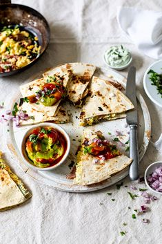A quick and easy Mexican-inspired breakfast filled with scrambled eggs, bacon and mushrooms and topped with a Westfalia Sweet Chilli Salsa Guacamole. Breakfast Quesadilla, Mexican Breakfast, Mexican Food Recipes, Ethnic Recipes, Sweet Chilli, New Menu, Quesadillas, Dinner Plates, Vegetable Pizza