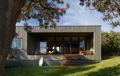 A Kiwi Bach in Victoria by MRTN Architects