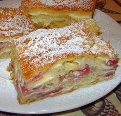 Rakott túrós rétes recept Cheesecake Desserts, Fun Desserts, Delicious Desserts, Dessert Recipes, Yummy Food, Hungarian Desserts, Hungarian Recipes, Fun Cooking, Cooking Recipes