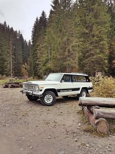 The beast in its natural environment Cherokee Chief, Jeep Cherokee, Jeep 4x4, Jeep Truck, Vintage Jeep, Vintage Cars, Military Jeep, Jeep Wagoneer, Chrysler Jeep