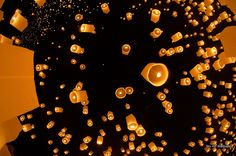 fiery lanterns rising into the night sky in unison. It's the Yi Ping festival in Chiang Mai. Floating Lantern Festival, Floating Lanterns, Sky Lanterns, Siamese Dream, Chiang Mai Thailand, Sky Full, Space Images, Thailand Travel, Night Skies