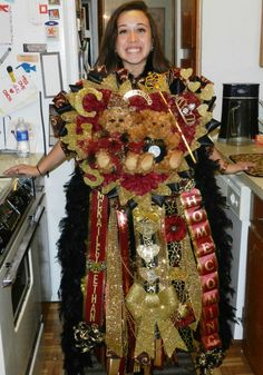 Homecoming Mum - as a MI girl I really don't get this tradition. Southern girls wear these huge things to the homecoming game? Texas Homecoming Mums, High School Homecoming, Homecoming Corsage, Homecoming Games, Homecoming Spirit, Prom, Big Mum, Texas Mums, Senior Overalls