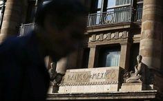 La sede del Banco de México en Ciudad de de México , ene 23 2015. La mayoría de la Junta de Gobierno del Banco de México concordó en que adelantarse a un alza de tasas de la Reserva Federal de Estados Unidos tendría más costos que beneficios para la segunda economía de América Latina, según la minuta de su más reciente reunión de política monetaria publicada el jueves.  REUTERS/Edgard Garrido