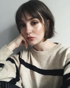 Modern French bob for the win. Modern French bob for the win. Modern French bob for the win. Short Brown Hair, Short Hair With Bangs, Short Bob Bangs, Bob Haircut Bangs, Brunette Bob With Bangs, Modern Short Hair, Short Choppy Bobs, Modern Bob, Wavy Bob Hairstyles