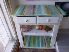 mueble de pallet y cajones de vanitory,todo reciclado y pintado a mano