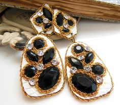 Vintage Black White Gold Rhinestone Flashy Statement Dangle Pierced Earrings C43