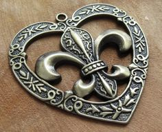 Bronskleurig hart met mooie details.