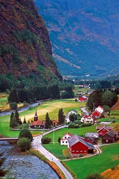 Idyllic valley in Flaam, Sogn og Fjordane Fylke, Norway • photo: Lukas Eklund on Flickr