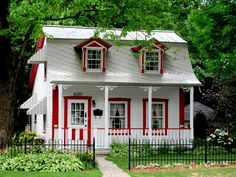 Maison a l'Abord-a-Plouffe by on DeviantArt Canadian House, Cottage Homes, Historic Homes, Construction, Permaculture, Style At Home, Victorian Homes, Architecture, Tiny House