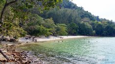 Pantai Pasir Tengkorak - Check more at https://www.miles-around.de/asien/malaysia/straende-langkawis/,  #Andaman #Geocaching #Langkawi #Malaysia #Ozean #Reisebericht #Strand #TanjungRhu #Wasserfall