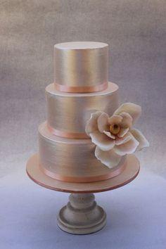 simpe gulten free metallic wedding cakes