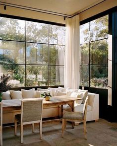 breakfast nook / dining / modern home decor / interior design Dining Nook, Dining Room Design, Banquette Dining, Sweet Home, French Kitchen Decor, Beautiful Dining Rooms, Beautiful Kitchen, Style At Home, Home And Living