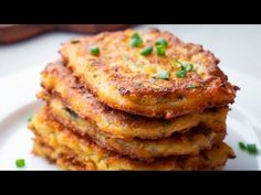 These easy to make hash browns are perfect for breakfast. They are super delicious with a crispy exterior and fluffy center. Spicy Hash Browns For Breakfast These easy to make hash browns are perfect for breakfast. Chilli Cheese Toast, Cheese Toast Recipe, Thing 1, Potato Recipes, Food Videos, Hash Browns, Carne, Breakfast Recipes, Breakfast Casserole