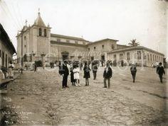 Última missa na igreja de São Sebastião antes de sua demolição com todo o Morro do Castelo. 01/11/1921.