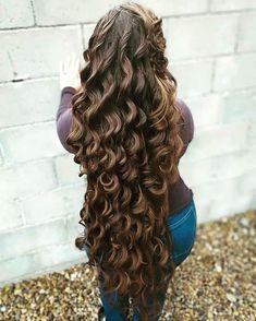 Big Curls For Long Hair, Super Long Hair, Long Curly Hair, Curled Hairstyles, Pretty Hairstyles, Rapunzel Hair, Beautiful Long Hair, Beautiful Women, Layered Cuts
