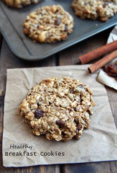 These healthy Peanut Butter Banana Breakfast Cookies are a nutritious and delicious breakfast treat, snack and could even be a healthy dessert. Healthy Cookies, Healthy Sweets, Healthy Baking, Healthy Snacks, Cookies Vegan, Healthy Protein, Protein Cookies, Banana Breakfast Cookie, Breakfast Bars