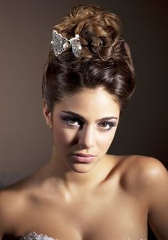 1000 images about coiffures on pinterest chignons mariage and nikki reed. Black Bedroom Furniture Sets. Home Design Ideas