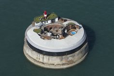 Spitbank Fort Situated in the Solent, just off the Portsmouth Harbour, Spitbank Fort is one of England's most unique and unusual accommodations. Once a fortress destined to protect Britain against the. Southampton, Resorts, Portsmouth Harbour, Portsmouth England, Unusual Hotels, Luxury Escapes, Amazing Buildings, Amazing Architecture, Construction