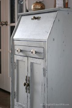 Entry way Secretary desk for clutter control - Made over with homemade chalk paint. Plus a Spring Link Party