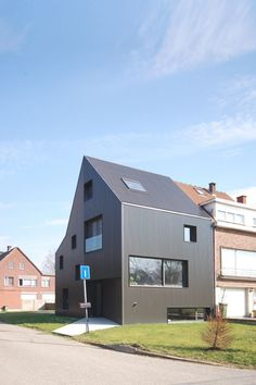 Image 1 of 18 from gallery of House in Wilrijk / Areal Architecten. Courtesy of Areal Architecten Contemporary Architecture, Architecture Design, Building Architecture, House Extensions, Facade Design, Modern Buildings, Sweet Home, Cladding, Black House