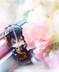 Mikazuki Munechika (Nendoroid ver. + flowers) - Touken Ranbu  [Credits to https://www.instagram.com/lobster_radio - Photo and editing belongs to me. Please credit if you use it]