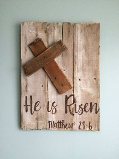He Is Risen Sign by WhiteIslandMarket on Etsy Pallet Crafts, Pallet Art, Wood Crafts, Pallet Projects, Pallet Ideas, Wooden Crosses, Crosses Decor, Diy Wood Signs, Painted Wood Signs