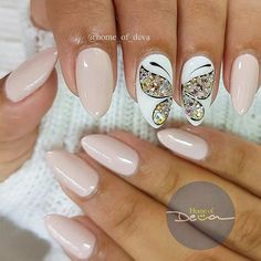 Butterfly nail art designs are loved by women because of its cute, colorful, beautiful patterns and symbolic significance, or simply because the design of butterfly nails has produced attractive effects on nails. Beautiful Nail Art, Gorgeous Nails, Pretty Nails, Fancy Nails, Love Nails, Butterfly Nail Art, Almond Acrylic Nails, Creative Nails, Nails Inspiration