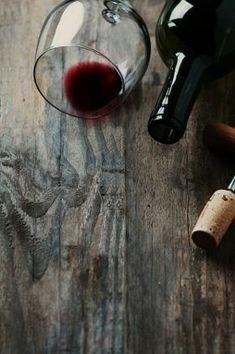 Bottle of wine, cork and corkscrew - wino Wine Pics, Wine Photography, Wine Art, Wine And Spirits, Wine Making, Fine Wine, Wine Drinks, Restaurant Bar, Wine Recipes