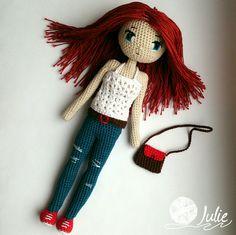 Каркасная куколка. Внутри - проволока, поэтому кукла стоит (если ровно поставить ;), можно менять положение рук, ног. Рост - 20 см. Материал австрийский 100% хлопок Alpina, наполнитель - холофайбер. Глазки вышиты. #crochetdoll #куклакрючком